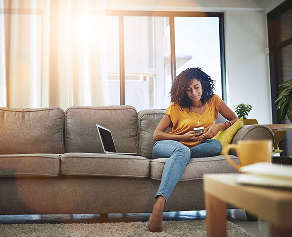 vrouw-werkt-thuis