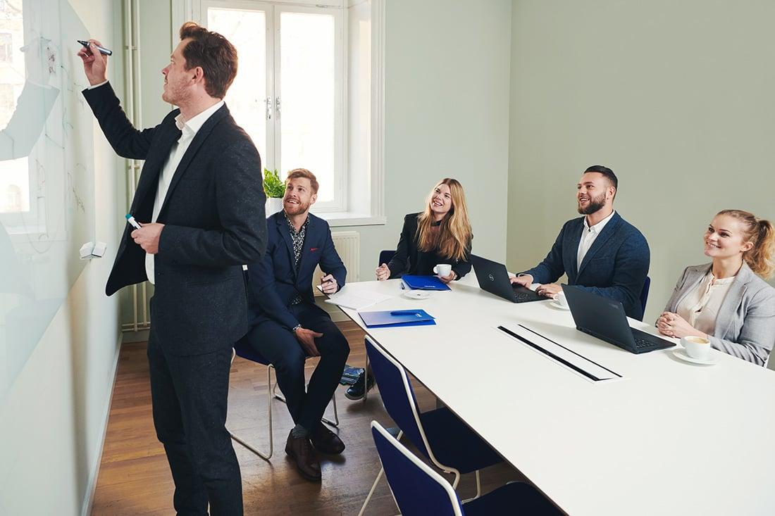 preboarding-van-nieuwe-werknemers-vergaderruimte